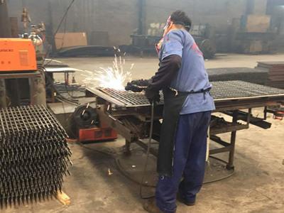 东驰钢格板生产车间实景